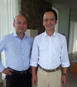 Mr Quang (left) and Mr Quyet.